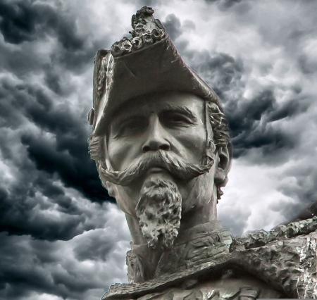 I volti delle statue di Torino